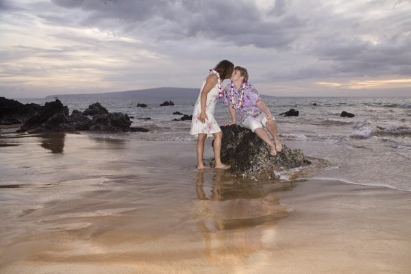 Lesbian and gay weddings are legal marriage on Maui, Hawaii