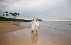 foreign couple getting married on Maui